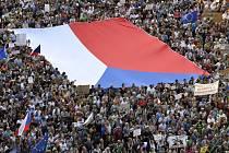 Demonstrace za demisi premiéra Andreje Babiše a ministryně spravedlnosti Marie Benešové se podle pořadatelské iniciativy Milion chvilek zúčastnilo 4. června 2019 na Václavském náměstí v Praze zhruba 120 tisíc lidí.