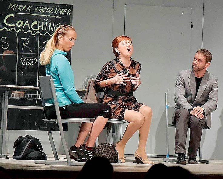 Petra Hřebíčková, Blanka Popková a Jaroslav Šmíd v divadelní hře Cry, Baby, Cry (po smrti Jaroslava Šmída převzal jeho roli Luboš Veselý)