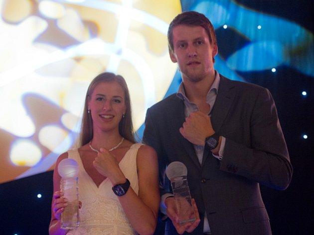Nejlepší basketbalisté sezony Kateřina Elhotová a Jan Veselý.