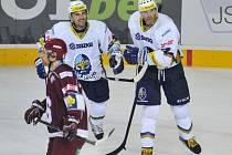 Hvězdy Kladna Tomáš Plekanec (vlevo) a Jaromír Jágr proti Spartě.