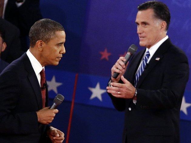 V druhé prezidentské debatě byl Obama (vlevo) bojovnější