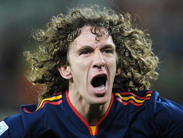 Carles Puyol se raduje z titulu mistrů světa, který Španělé vybojovali ve finále proti Nizozemsku.