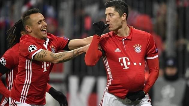 Robert Lewandowski se raduje z gólu proti Atléticu.