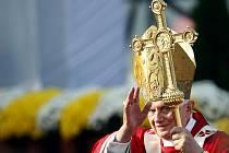 Papež Benedikt XVI. při mši svaté na Proboštské louce ve Staré Boleslavi.