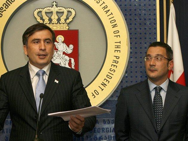 Gruzínský prezident Michail Saakašvili (vlevo) a nový premiér Lado Gurgenidze.