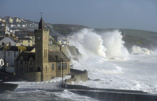 Hurikán Ophelia udeřil na Irsko