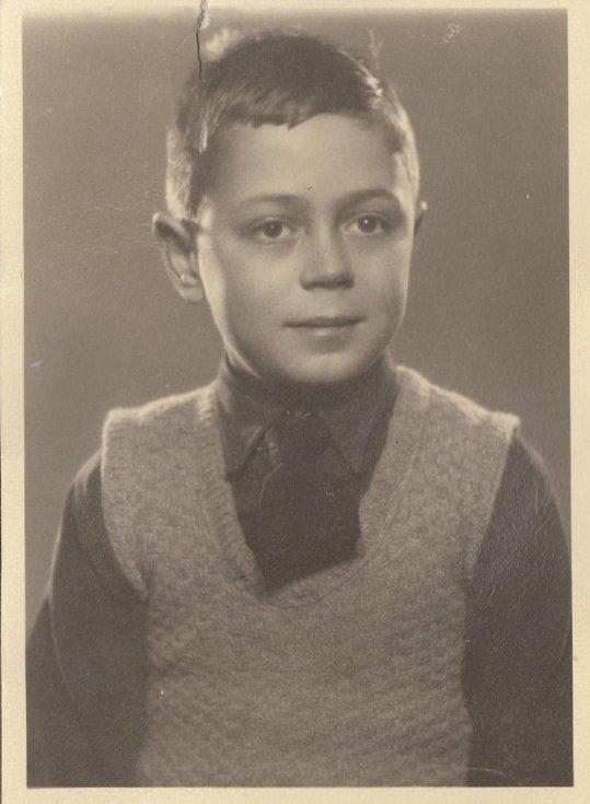 Asaf Auerbach, foto do pasu před odjezdem do Anglie v roce 1939