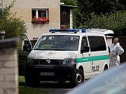 Krajský soud v Praze začal v pondělí 6. února 2011 řešit případ trojnásobné vraždy, která se loni v srpnu stala v Mukařově u Prahy. Na snímku uprostřed obžalovaný Michael Galez.