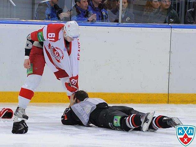Sergej Bělokon právě dokončil 'férovku' s Romanem Červenkou.