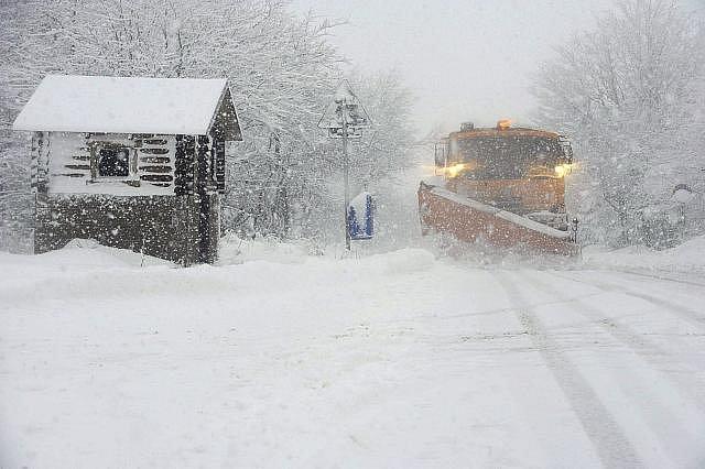 V lednu roku 2012 zaznamenali na Milešovce  dopoledne nárazy větru o rychlosti až 130 kilometrů za hodinu, na hřebeni Krušných hor foukalo až 110 kilometrů za hodinu a napadlo deset až 15 centimetrů sněhu.