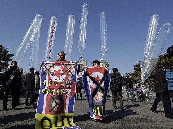 Bývalí Severokorejci žijící nyní v Jižní Koreji dnes vyslali do své izolované vlasti balóny s 200.000 letáky kritizujícími režim v Pchjongjangu.