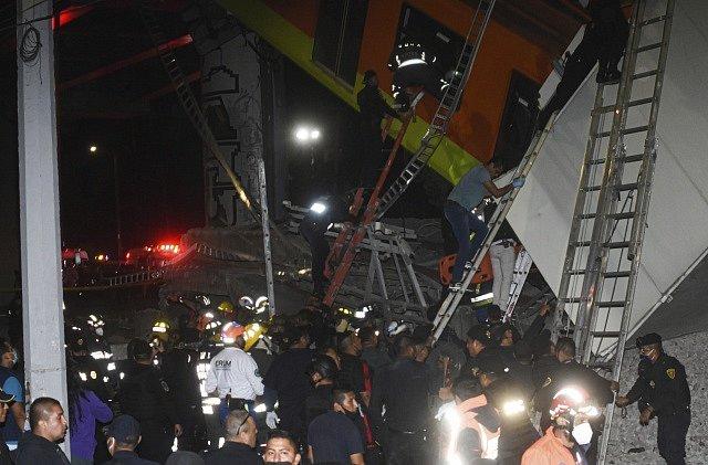 Při neštěstí v Mexiku zahynulo podle úřadů nejméně 15 lidí