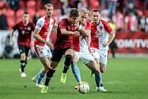 Zápas semifinále poháru MOL Cup mezi Slavia Praha a Sparta Praha hraný 24. dubna v Praze. Van Buren, Drchal