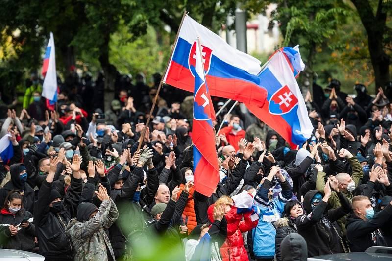 Protest před úřadem vlády v Bratislavě.