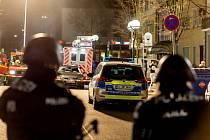 Útočník v západoněmeckém Hanau zastřelil ve dvou barech devět lidí.