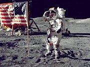 Americký astronaut na Měsíci