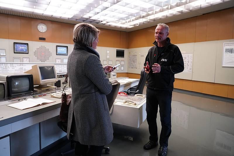 Kontrolní a řídicí místnost. Rakouská jaderná elektrárna Zwentendorf.