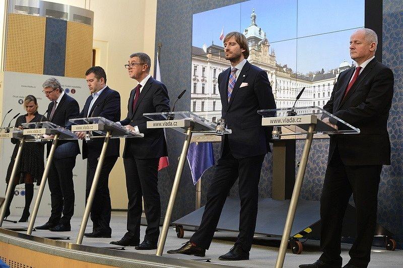 Tisková konference vlády, republika se uzavřela