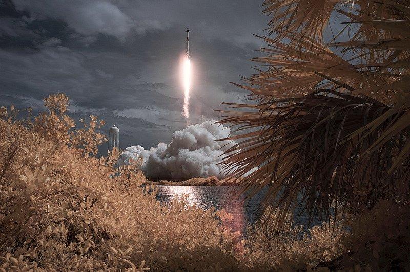 Kosmická loď Dragon Crew zaktovila u vesmírné stanice ISS
