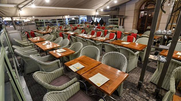 Restaurace s předzahrádkami mají podle Hospodářské komory Praha 1 konkurenční výhodu