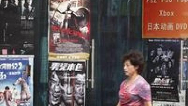 Obchod s pirátskými DVD v Pekingu