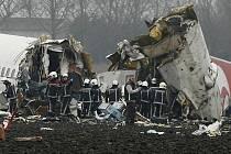 Na palubě stroje, který se rozpadl na tři části, bylo 134 lidí.
