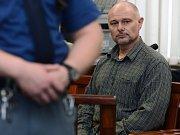 Soud s Antonínem Saletou, posledním ze čtyř obžalovaných mužů v kauze takzvané loupeže století. Na snímku s advokátem Jaroslavem Ortmanem.