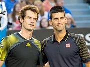 Andy Murray (vlevo) a Novak Djokovič před finále Australian Open.