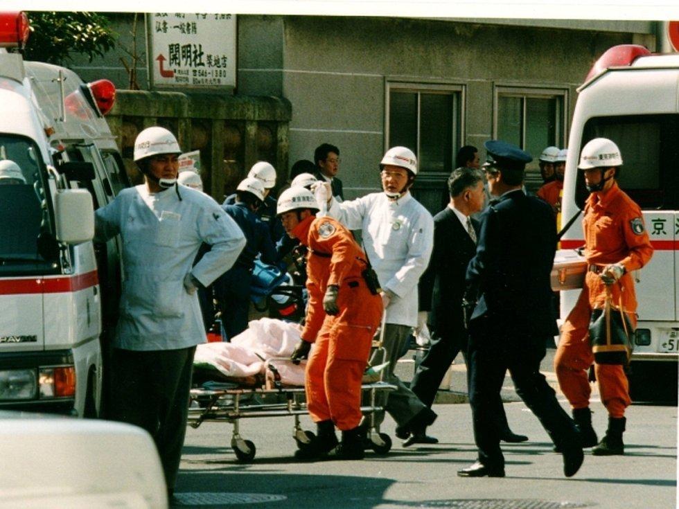 Japonská sekta Óm šinrikjó v roce 1995 spáchala útok nervovým plynem sarinem v tokijském metru. Zahynulo 13 lidí a zhruba 5500 se jich přiotrávilo.