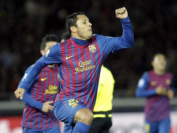 Adriano přidal ještě před koncem poločasu druhý gól po přihrávce Messiho.