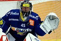 Brankář Vítkovic Roman Málek.