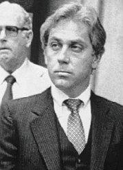 Lékař Jeffrey MacDonald v době svého odsouzení. Od roku 1979 je za mřížemi.