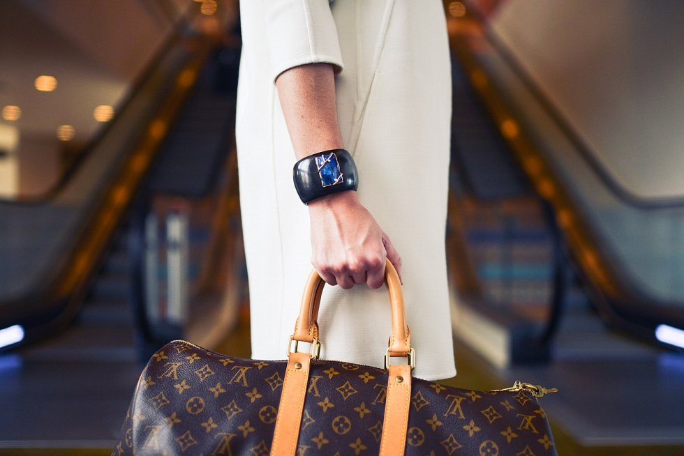 Značka Louis Vuitton se stala synonymem luxusu. Její kabelky patří mezi nejkopírovanější na světě.