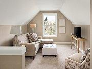 Malý obývák by měl být laděn do neutrálních barev
