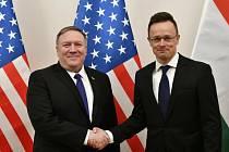 Maďarský ministr zahraničí Peter Szijjarto a jeho americký protějšek Mike Pompeo