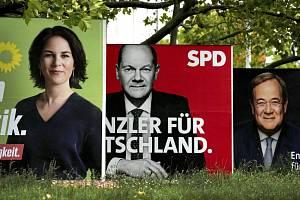 Trojice hlavních kandidátů na kancléře - Annalena Baerbocková (Zelení), Olaf Scholz (SPD) a Armin Laschet (CDU/CSU)