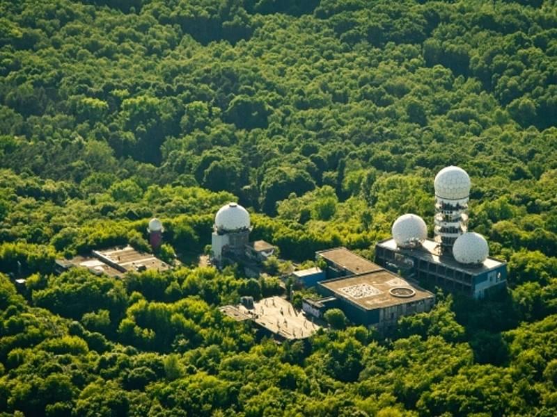 Bývalá NSA stanice pro odposlechy na vrcholu Teufelsberg v Berlíně. Ilustrační foto.