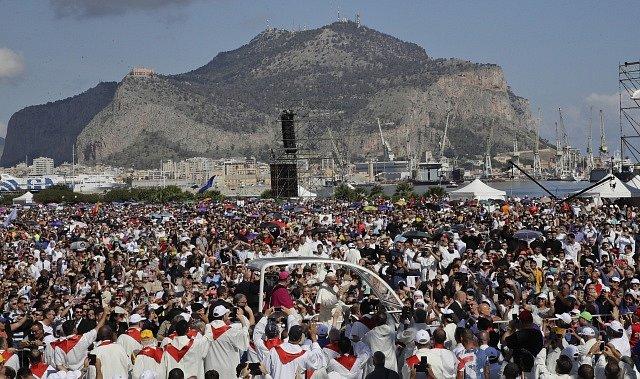 Papež František na Sicílii.