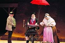 Z nejnovější inscenace opery Prodaná nevěsta v pražském Národníám divadle
