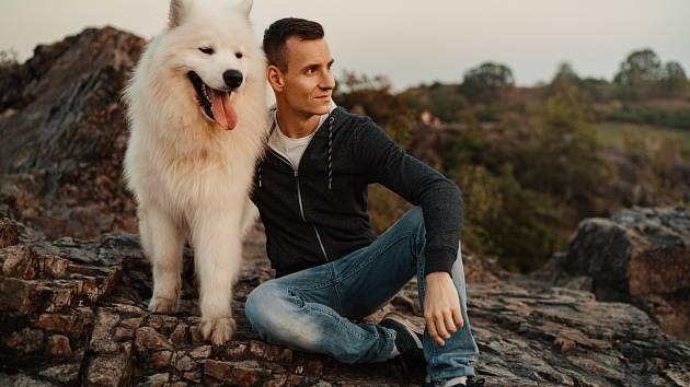 Cvičitel psa musí mít rád lidi a umět s nimi komunikovat. Pak se mu daří i se zvířaty.