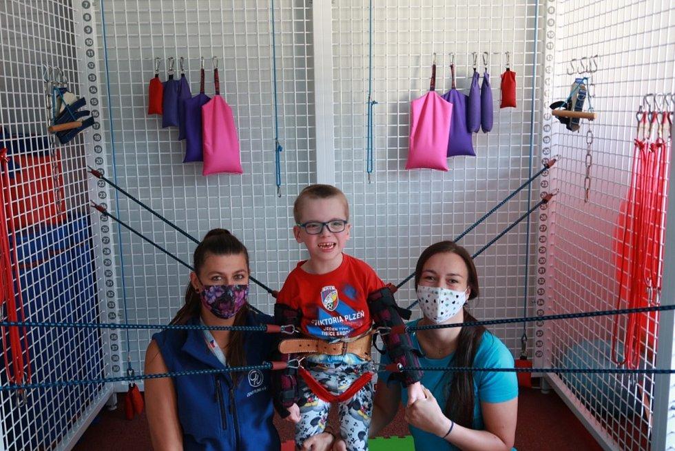 Kubík z Plzeňska při posledním pobytu v Centru Hájek a se svými rodiči