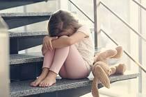 Vyhrocený a konfliktní rozchod rodičů je pro dítě bezpochyby trauma.