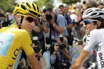 Italský šampion Vincenzo Nibali čeká na start poslední etapy letošní Tour de France.