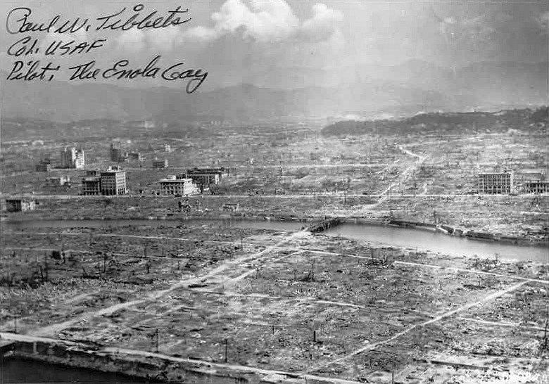 Následky výbuchu jaderné bomby v japonské Hirošimě