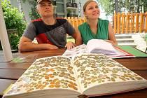 Jako největší tuzemští sběratelé jetelových čtyřlístků a vícelístků se představili 15. 7. 2014 Jaroslav Kosina z Mikulčic a Jana Vacková z Prahy.