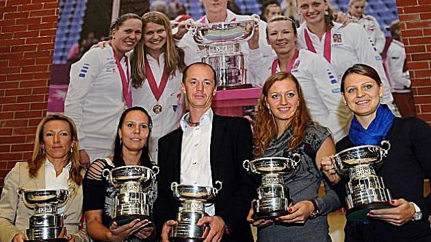 Vítězky letošního Fed Cupu se vrátily domů.
