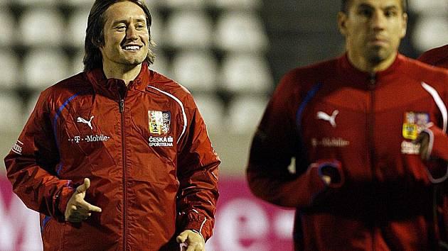 Tomáš Rosický (vlevo) s Milanem Barošem na tréninku české fotbalové reprezentace.