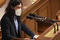 Poslanec Mikuláš Ferjenčík vystoupil 22. prosince 2020 v Praze na schůzi Poslanecké sněmovny