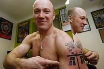 Bobista Ivo Danilevič si nechal před Vancouverem udělat nové olympijské tetování.