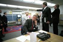 Tehdejší prezident USA George W. Bush je informován o průběhu událostí 11. září 2001.